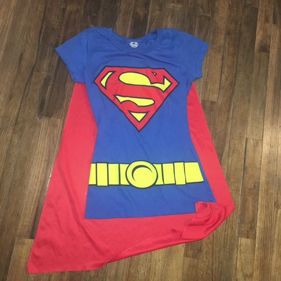 fa9f2ff54 Superwoman shirt with cape small size. M_5aff3344caab44e64073618c